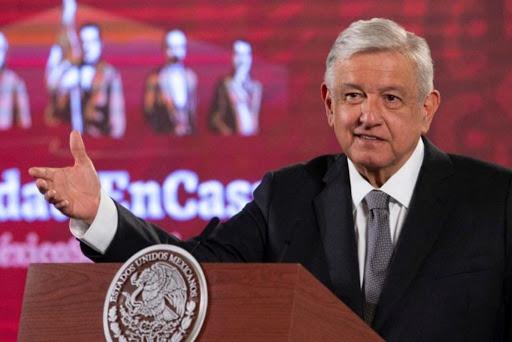 """AMLO propone crear una red social en México para """"evitar la censura"""" de Twitter y Facebook"""
