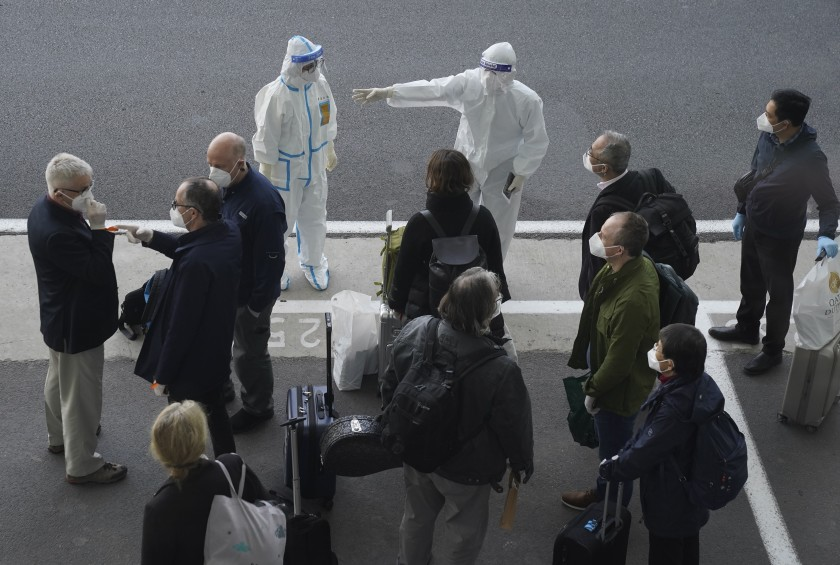 En China, expertos de la OMS llegan a Wuhan para investigar origen de coronavirus