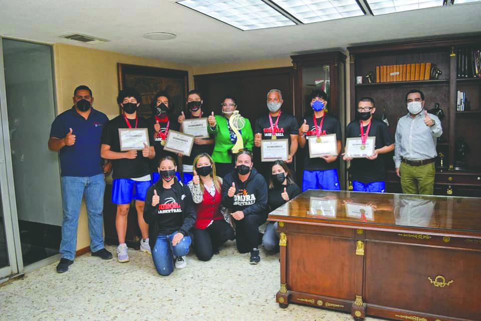 El H. Ayuntamiento de Navojoa los recibioì en Palacio Municipal para entregarle un merecido Reconocimiento