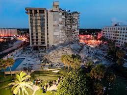Los familiares de las víctimas del derrumbe en Miami visitan por primera vez la zona siniestrada