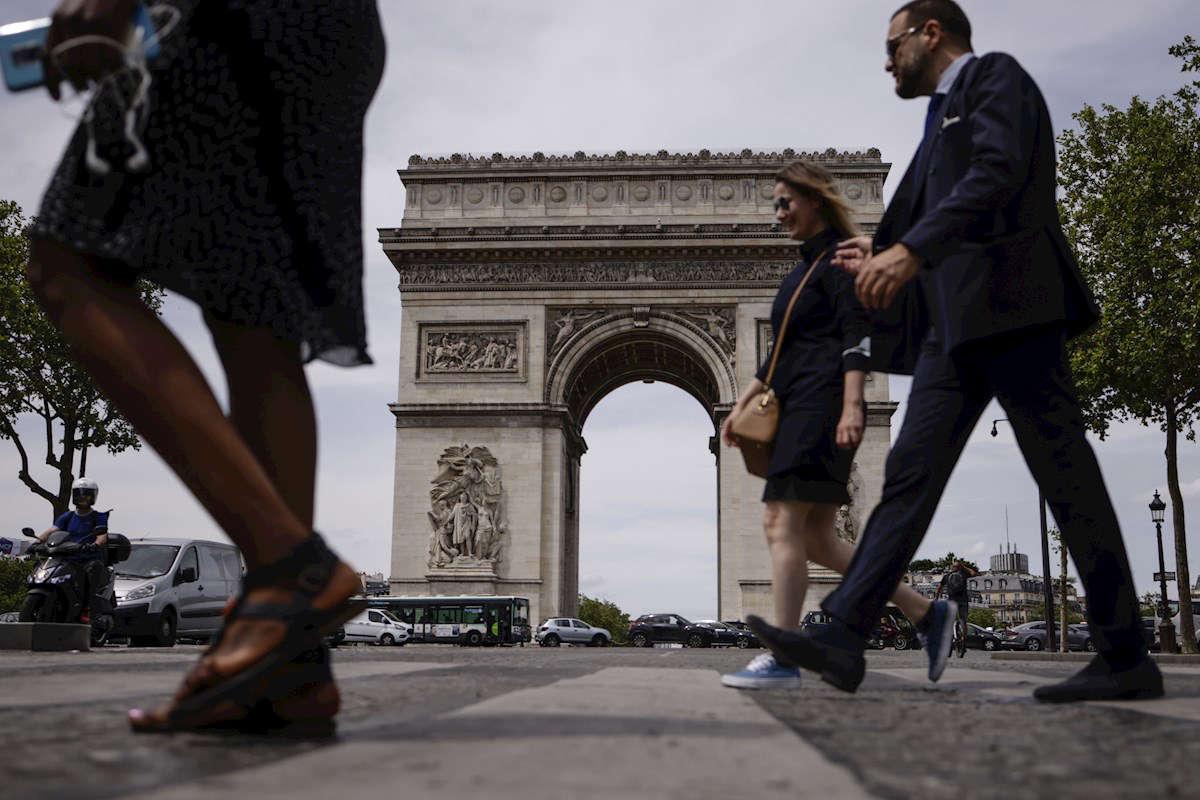 Ligero aumento de casos covid-19 en Francia inquieta por eventual cambio en tendencia