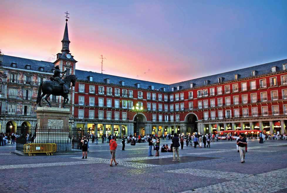 En España, gobierno dará ayuda de 250 euros mensuales a jóvenes para pagar la renta